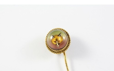 A CRYSTAL REVERSE CARVED INTAGLIO STICK PIN depicting a fox ...