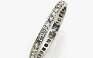 A memory ring with diamonds