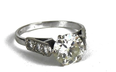 AN 18CT WHITE GOLD AND 2.5CT DIAMOND RING The single round c...