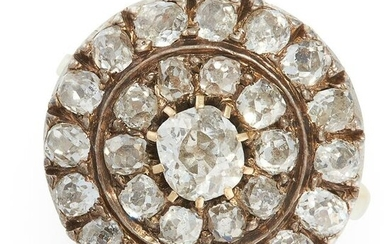 AN ANTIQUE DIAMOND CLUSTER DRESS RING in 18ct yellow