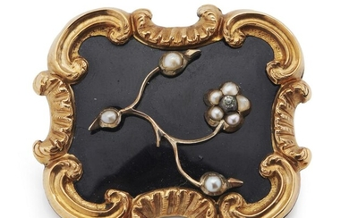 AN ANTIQUE ENAMEL AND SEED PEARL MOURNING BROOCH