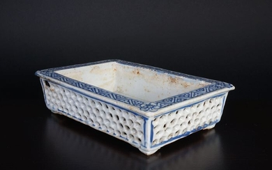 Antique Chinese blue white jardiner with azure decoration (1) - Blue and white - Porcelain - China - 18th century