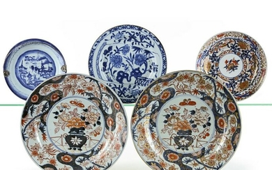 FIVE PORCELAIN DISHES, CHINA/JAPAN, 18TH CENTURY