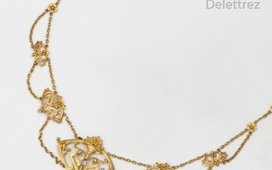"""Necklace """" Colerette """" in yellow gold, adorned with a central motif decorated with a bouquet of flowers. Length: 39cm. Gross weight: 13g."""