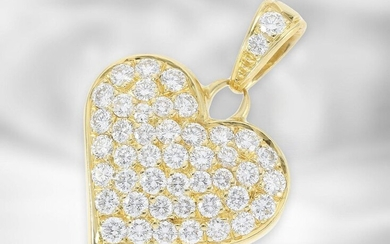 Pendant: decorative brilliant lant heart pendant, a total of approx. 1.9ct diamonds of finest quality, 18K yellow gold