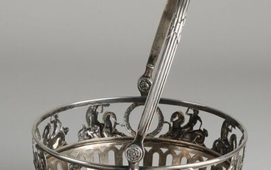 Silver clew basket, 800/000, round with bars and a rim with figures on horses and laurel wreaths. MT .: Bruckmann & Söhne, Heilbronn. ø12x17cm. about 150 grams. In good condition