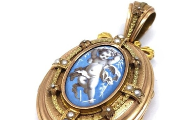 Yellow and green gold PENDANT souvenir holder decorated with a miniature on mother-of-pearl representing a cherub surrounded by fine pearls