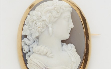 An 18k gold agate cameo brooch