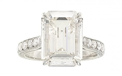 55326: Diamond, White Gold Ring The ring features an