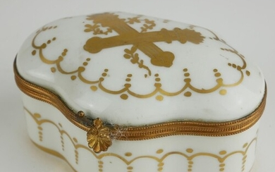 A 19TH CENTURY CONTINENTAL PORCELAIN AND GILT METAL OVAL TRI...