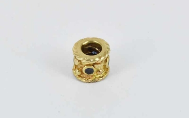 A 9ct YELLOW GOLD CHARM