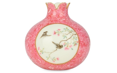 A CHINESE FAMILLE ROSE SGRAFFITO-DECORATED 'POMEGRANATE' VASE.