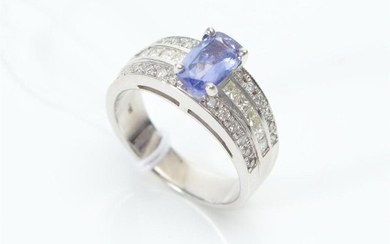 A TANZANITE AND DIAMOND DRESS RING IN 18CT WHITE GOLD, SIZE M, 6.8GMS