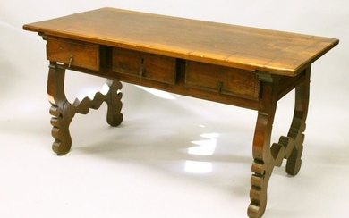 A VERY GOOD 18TH CENTURY SPANISH WALNUT DINING TABLE,