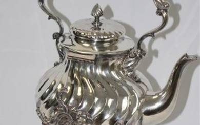 A samovar in silvery metal - H: 42...