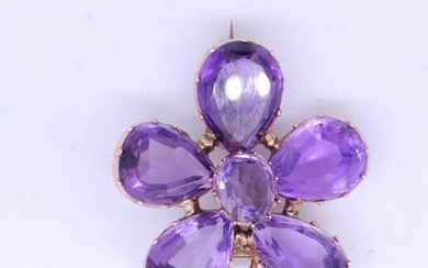 ANTIQUE AMETHYST FLOWER HEAD BROOCH/PENDANT, set with 5...