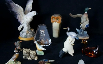 Assorted lot of owls, birds