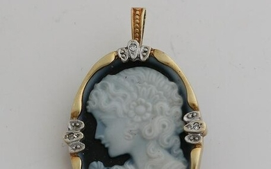 Gold pendant / brooch, 585/000, with cameo and