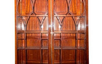 Large English cabinet, early 19th century. Lower body with double door with shelves and drawers inside. Upper part with double glazed door with moulding forming tracery of pointed arches. Divided into five heights. With key. M