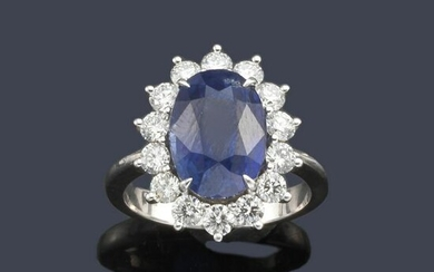 Ring with oval cut sapphire