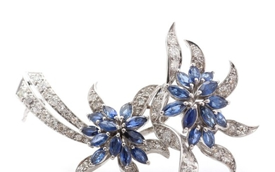 Sapphire and diamond brooch set with with numerous faceted sapphires and brilliant- and single-cut diamonds, mounted in 18k white gold. L. 5 cm.