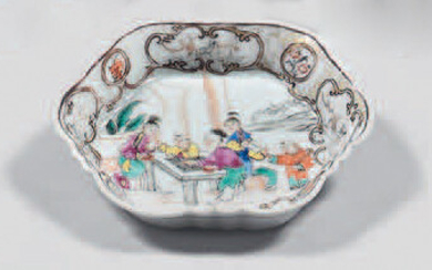 Small Chinese porcelain tray. Qianlong, 18th century.