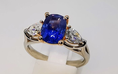 18 kt. Bicolour - Ring - 2.40 ct Sapphire (untreated) - Diamonds