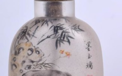 A CHINESE REVERSE PAINTED GLASS SNUFF BOTTLE, decorated
