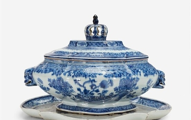 A Chinese export porcelain underglaze blue tureen on stand...