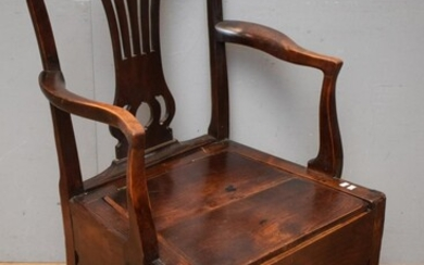 A GEORGE II PROVINCIAL MAHOGANY AND ASH COMMODE CHAIR (95H x 60W x 51D CM) (LEONARD JOEL DELIVERY SIZE: LARGE)