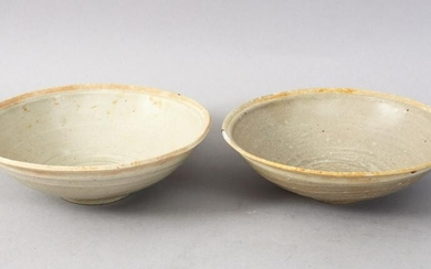 A GOOD PAIR OF EARLY CHINESE POTTERY BOWLS, 14.5cm