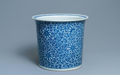 A large Chinese blue and white 'lotus scroll' jardiniere, 19th C.
