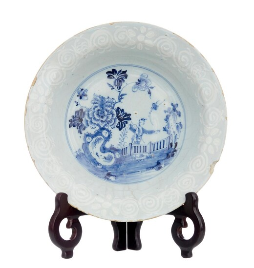AN ENGLISH DELFT BLUE AND WHITE SOUP PLATE