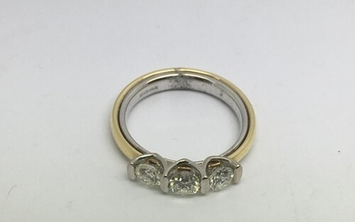 An 18ct gold three stone diamond ring, approx 1ct, approx 7....