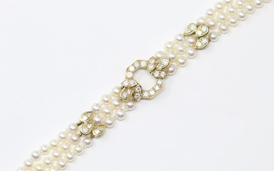 Bracelet made of three rows of cultured pearls...