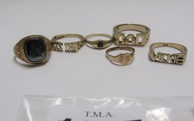 COLLECTION OF FIVE GOLD RINGS; ONE SILVER RING. WEIGHT 10.5G