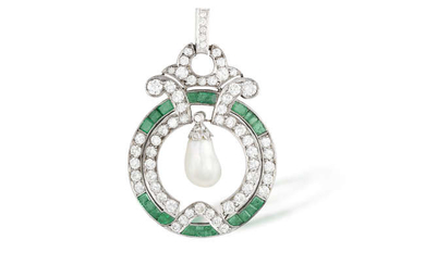 Description AN EARLY 20TH CENTURY NATURAL PEARL, EMERALD AND...