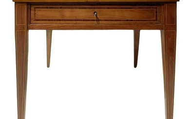 Dining table in walnut, nineteenth century. With