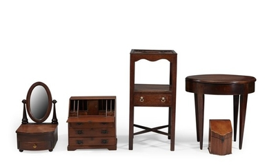 Group of five miniature mahogany furniture items England, 19th/20th...