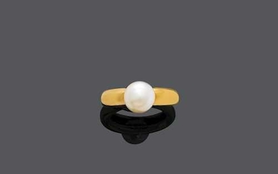 NATURAL PEARL AND GOLD RING.