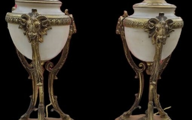 Pair of white marble bronze tripod pans finely chiseled Louis XVI style (2) - Louis XVI Style - Bronze (gilt), Marble - Second half 19th century