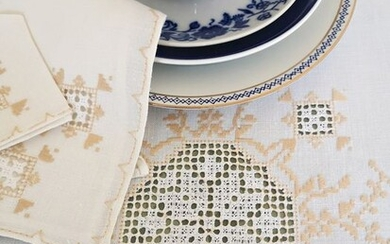 Pure linen tablecloth with 18 matching napkins, hand embroidered - 180 x 160 cm (17) - Linen - First half 20th century
