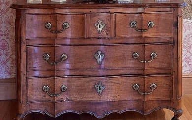Walnut regional COMMODE, opening by three drawers with...