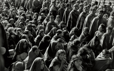 Werner Bischof, Men and women at the fair, Pisac