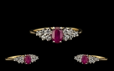18ct Gold - Attractive Ruby and Diamond Dress Ring. The Cent...