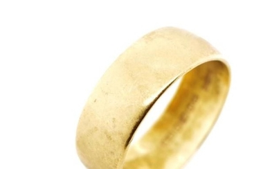 18ct yellow gold wedding band marked HS Birmingham 1967 Luck...