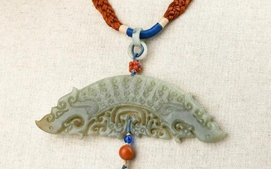 A CARVED WHITE JADE NECKLACE.QING PERIOD