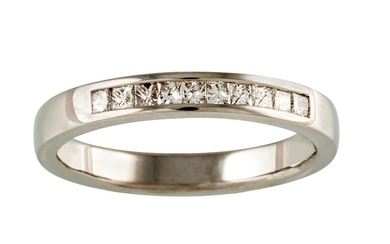 A HALF ETERNITY DIAMOND RING, of approx. 0.36ct in total, mo...