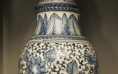 A LIDDED BLUE AND WHITE FAIENCE WARE URN (A/F INCLUDING OLD REPAIR TO FINIAL), 52 CM HIGH, LEONARD JOEL LOCAL DELIVERY SIZE: SMALL