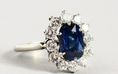 A VERY GOOD 18CT WHITE GOLD, SAPPHIRE AND DIAMOND RING.